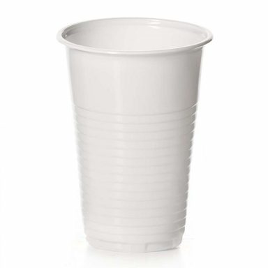 Стакан из белого пластика